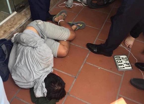 Bắt đối tượng cầm súng xông vào c.ư.ớ.p ngân hàng ở Hà Nội