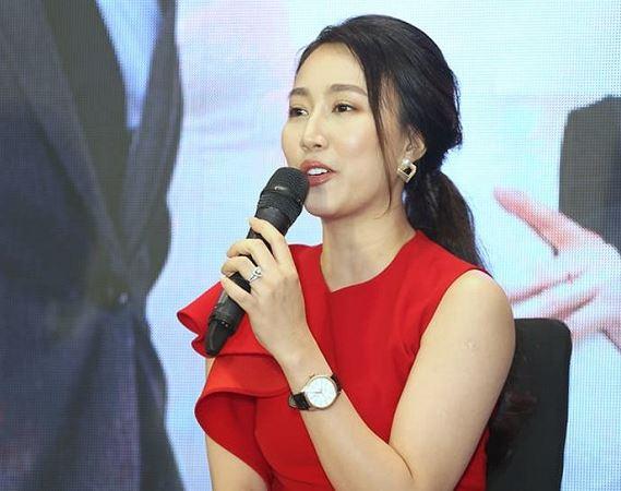 Huỳnh Hồng Loan lên tiếng về mối quan hệ hiện tại với tiền đạo Tiến Linh