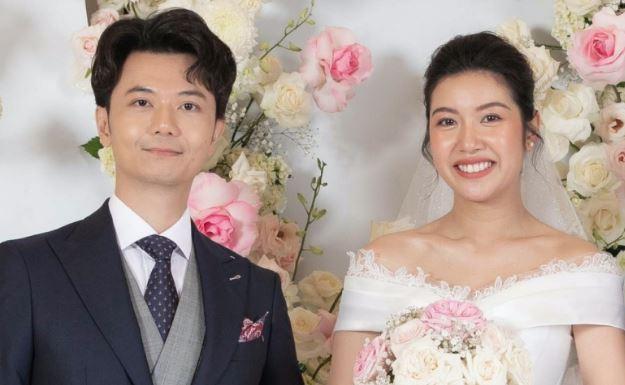 Mẹ chồng Á hậu Thúy Vân nói gì khi con dâu bất ngờ công khai bầu trước khi cưới?